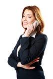 Fundersam affärskvinna som talar på telefonen Royaltyfria Foton
