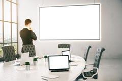 Fundersam affärsman In Conference Room Arkivbild