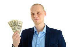 Fundersam affärsman i dräkt på hållande kassa för vit bakgrund Tänka om danandepengar royaltyfria foton