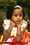 Fundersam asiatisk flicka Arkivfoto