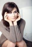 fundersam härlig flicka Royaltyfri Fotografi