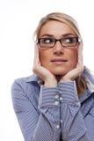 Fundersam kontorskvinna med händer på framsidan royaltyfri fotografi