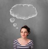 Fundersam kvinna med molnet ovanför hennes huvud arkivfoton