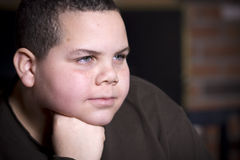 fundersam pojke Fotografering för Bildbyråer