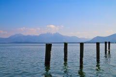 Fundersam skönhet av sjön i utlöparen Arkivbild