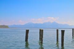 Fundersam skönhet av sjön i utlöparen 1 Arkivbilder