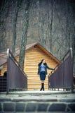 fundersam tonårig flicka utomhus i vintertid Fotografering för Bildbyråer