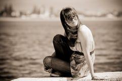fundersam tonårs- flicka Royaltyfri Fotografi