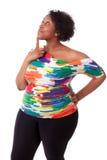 Fundersam ung fettig svart kvinna som upp ser - afrikanskt folk Fotografering för Bildbyråer