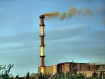 Fundição de fumo da chaminé. Foto de Stock Royalty Free