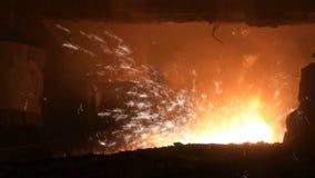 Fundição do metal líquido do alto-forno video estoque