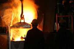 Fundición de hierro líquida del metal de la fundición Foto de archivo libre de regalías