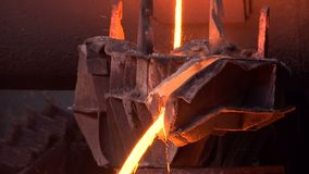 Fundición del mineral de cobre almacen de metraje de vídeo
