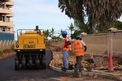 Fundis för vägarbete mombasa Arkivfoto