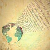Fundo abstrato com globo do mundo e código binário no fundo das nuvens Imagens de Stock
