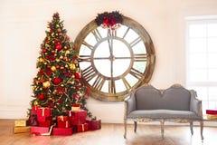 Fundo abstrato da árvore de Natal com presentes vermelhos Fotografia de Stock Royalty Free