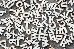 Fundo abstrato das letras em uma textura de madeira velha Copie o espaço para o projeto fotos de stock royalty free