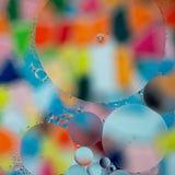 Fundo abstrato de círculos múltiplos em cores vibrantes imagem de stock royalty free