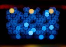 Fundo abstrato do bokeh de luzes concêntricas azuis imagem de stock