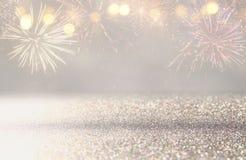 fundo abstrato do brilho do ouro e da prata com fogos-de-artifício Noite de Natal, 4o do conceito do feriado de julho Imagens de Stock Royalty Free