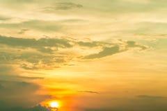 Fundo abstrato do céu bonito, com por do sol no crepúsculo Imagem de Stock Royalty Free