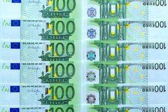 Fundo abstrato do dinheiro das cédulas de 100 euro Imagem de Stock Royalty Free