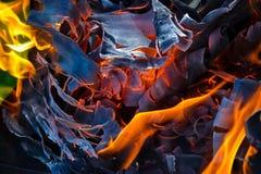 Fundo abstrato do fogo, carvões, chamas e elementos da torção da cinza fotografia de stock