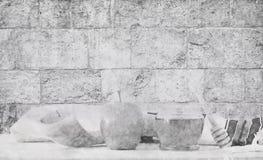 Fundo abstrato do hashanah de Rosh & do x28; holiday& judaico x29 do ano novo; conceito Símbolos tradicionais Estilo do esboço do foto de stock royalty free