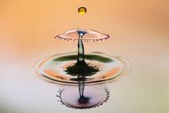 Fundo abstrato do respingo da água da cor, colisão de gotas coloridas fotografia de stock royalty free