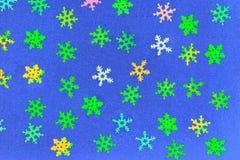 Fundo abstrato dos flocos de neve plásticos de cores diferentes Fotos de Stock