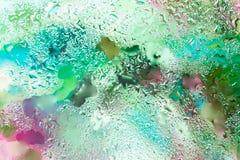 Fundo abstrato em cores vibrantes com pingos de chuva, estilo borrado Matizes vívidos para o teste padrão, o papel de parede ou a Fotos de Stock Royalty Free