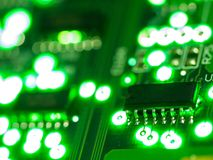 Fundo abstrato, fim acima da placa de circuito verde Tecnologia de material informático eletrônica Fundo do computador de Mainboa fotos de stock