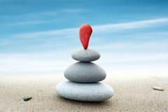 Fundo abstrato simples das pedras vermelhas e cinzentas arranjadas Foto de Stock Royalty Free
