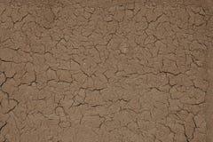 Fundo abstrato sob a forma da parede rachada da argila Fotos de Stock