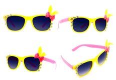 Fundo amarelo bonito do branco do isolado dos óculos de sol Imagem de Stock Royalty Free