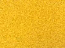 Fundo amarelo da textura da parede Emplastro concreto Textured com pulverização sob a forma das gotas Imagem de Stock Royalty Free