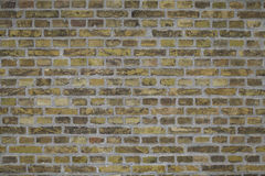 Fundo amarelo sujo resistido gasto da parede de tijolo Imagem de Stock