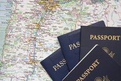 Fundo americano do mapa de estradas do curso dos passaportes Imagens de Stock Royalty Free