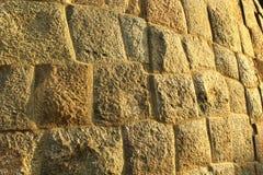 Fundo antigo da textura da parede do forte do bloco da pedra de Brown Fotografia de Stock Royalty Free