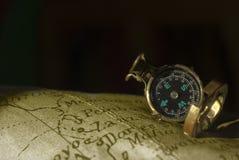 Fundo antigo do compasso e do mapa fotografia de stock royalty free