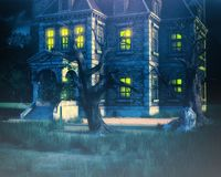 Fundo assombrado da casa com árvore Imagens de Stock