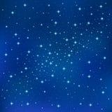 Fundo azul abstrato com as estrelas efervescentes do twinkling Céu brilhante cósmico da galáxia Imagens de Stock Royalty Free
