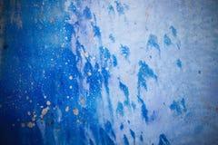 Fundo azul com textura da tinta no metal Imagens de Stock