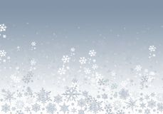 Fundo azul do inverno com flocos de neve imagens de stock royalty free