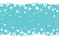 Fundo azul do Natal e do ano novo com flocos de neve e neve fotos de stock royalty free