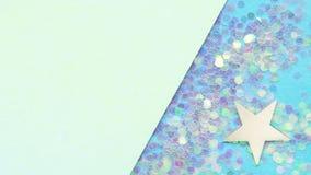 Fundo azul e verde com estrelas e confetes de prata Lugar para o texto Conceito festivo fotografia de stock