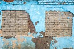 Fundo azul rasgado da parede do tijolo velho imagens de stock