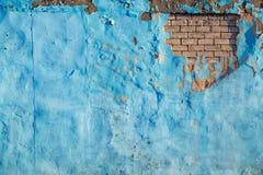 Fundo azul velho rasgado da parede do tijolo fotografia de stock royalty free