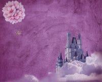 Fundo bonito da alfazema com textura roxa do rancor, arco-íris, as nuvens inchado e ballons quentes de voo ilustração do vetor
