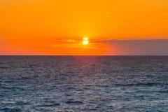 Fundo bonito do cenário do céu e do mar do por do sol Imagens de Stock Royalty Free